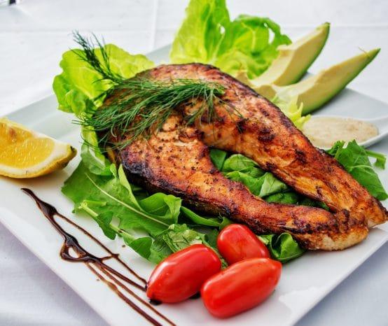 Η κατανάλωση ψαριών με μέτρο από τις εγκύους κάνει καλό στα παιδιά